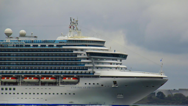 Carnival Corporation vertió desechos con aceite en el océano y lo encubrió