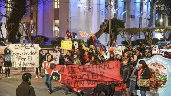 Argentina: Movilización en varias ciudad en contra de la central nuclear de Río Negro