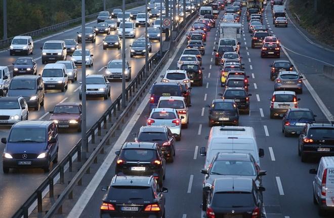 California quiere obtiener energía renovable del tráfico de las autopistas
