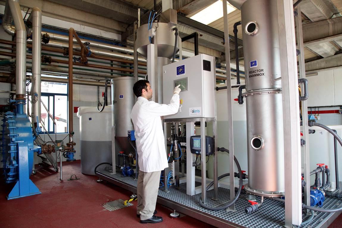 Construyen una planta experimental de depuración de aguas que funciona con energías renovables