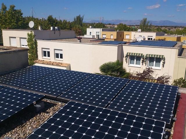 Una urbanización de San Sebastián de los Reyes comienza a instalar placas solares para producir su propia energía