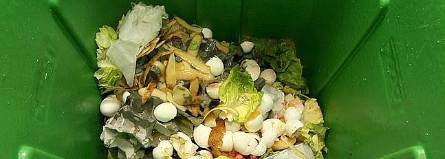 La recogida selectiva de la materia orgánica permite reducir un 50% la bolsa de basura con el compostaje