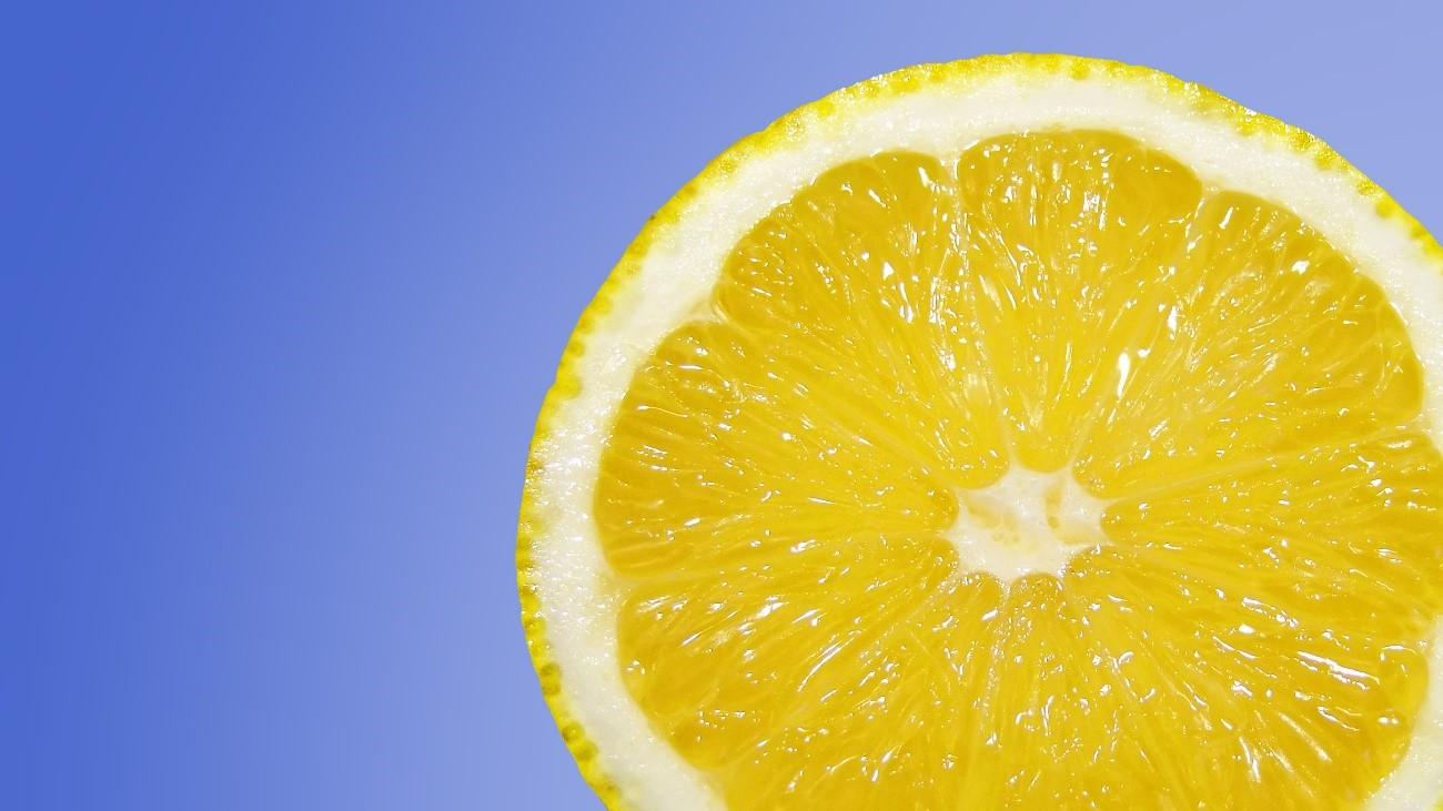 Innovador plástico ecológico hecho con CO2 y limón