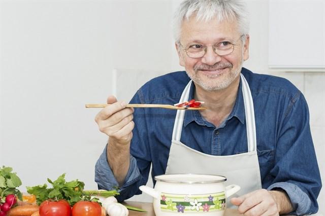 El menú ideal de una persona mayor en verano (que vale para todos)