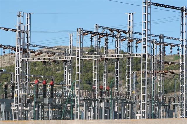 El consumo eléctrico de las grandes y medianas empresas aumenta un 2,5% en julio