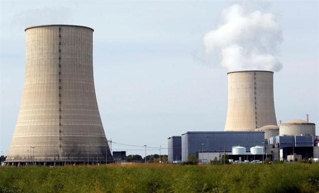 Francia asume que no cumplirá a tiempo su objetivo de reducir la dependencia de la energía atómica