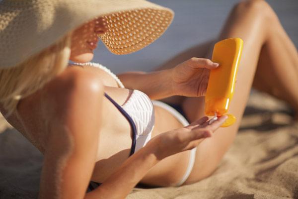 NO sabemos aplicarnos la crema solar