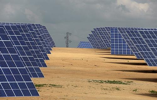 Sebastián dice que el acuerdo con fotovoltaicos se centrará en limitar horas con derecho a prima