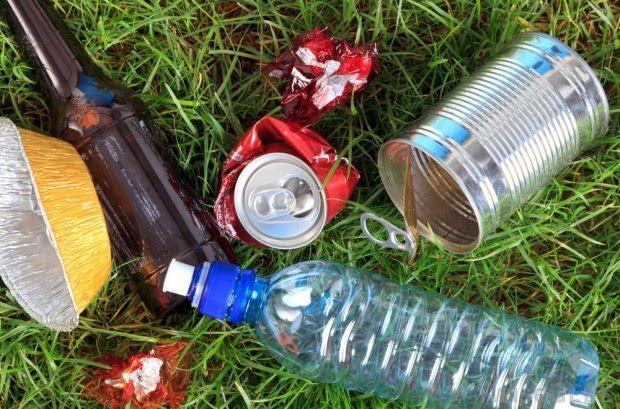 Voluntarios retiran dos toneladas de basura en Doñana