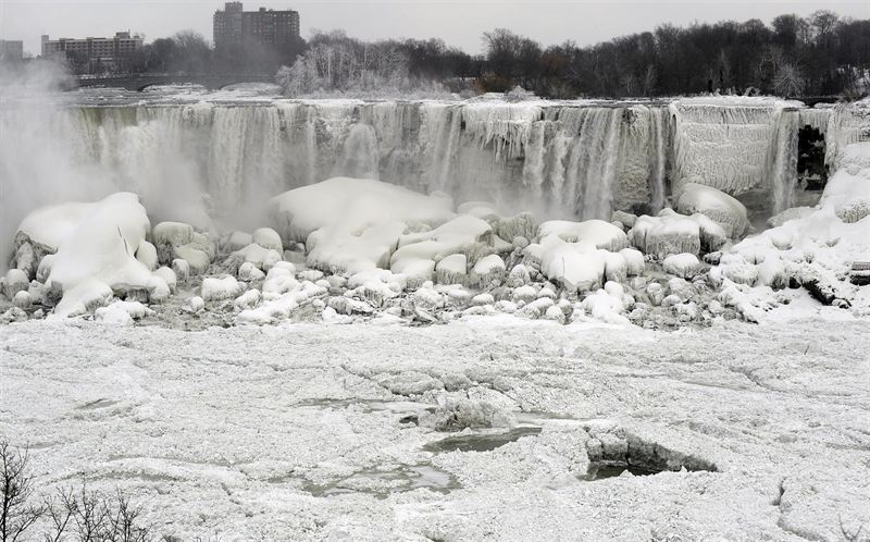 Las cataratas del Niágara se congelan a causa del 'vórtice polar'