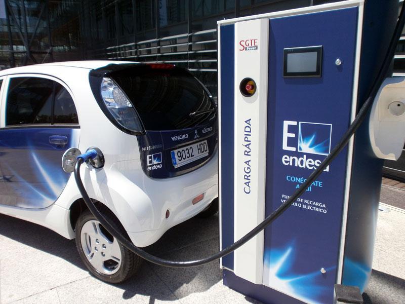 La nueva tarifa supervalle del coche eléctrico llegará en julio