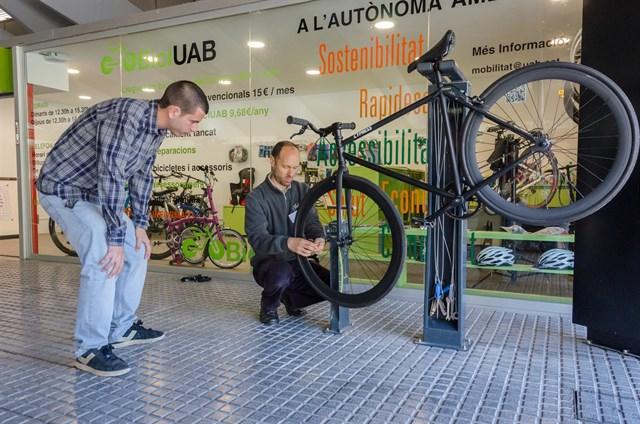 La UAB crea un servicio para fomentar el uso de la bicicleta entre los universitarios