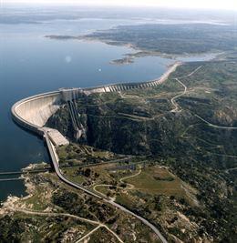 Aprovechamiento hidráulico en la presa de Irueña y otras