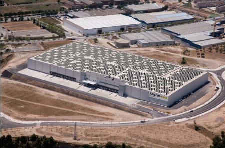 Inauguración de la cubierta solar autoportante más grande de Europa con tecnología de módulos de alto rendimento