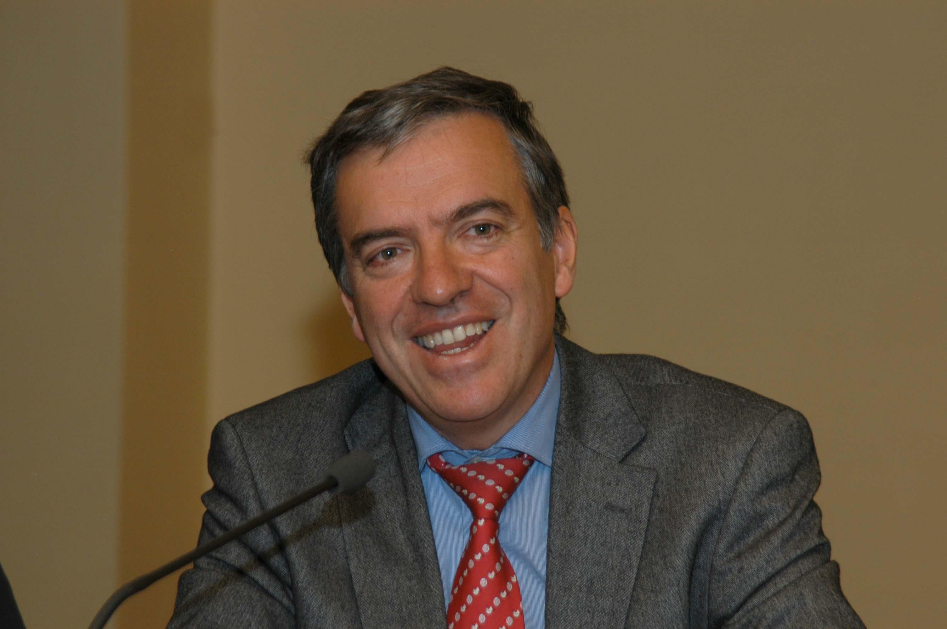 Donoso reelegido Presidente de AEE por unanimidad de la Junta Directiva