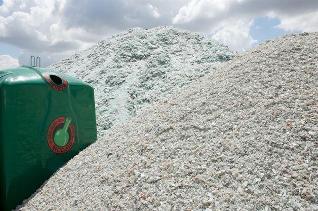 Los valencianos reciclaron más de 80 kilos de envases de vidrio en 2013, un 4% más que el año anterior