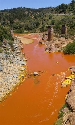 Vertido de agua de la mina de La Zarza