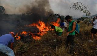 Continúa activo en nivel 1 el fuego de Fermoselle (Zamora)