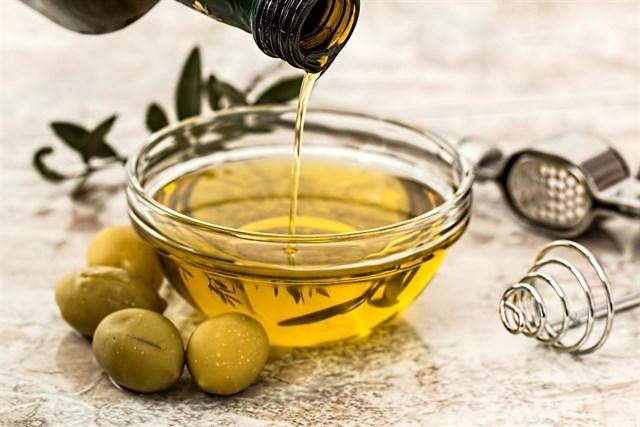 Aceite de oliva, frutos secos y pescado azul, aliados para tolerar mejor la exposición solar