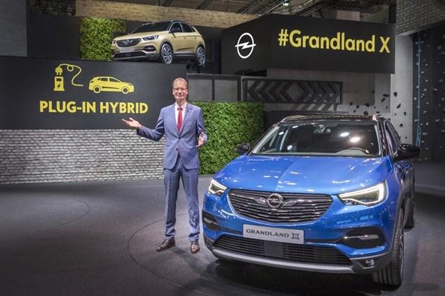Opel presenta en Frankfurt su primer híbrido enchufable, el Grandland X