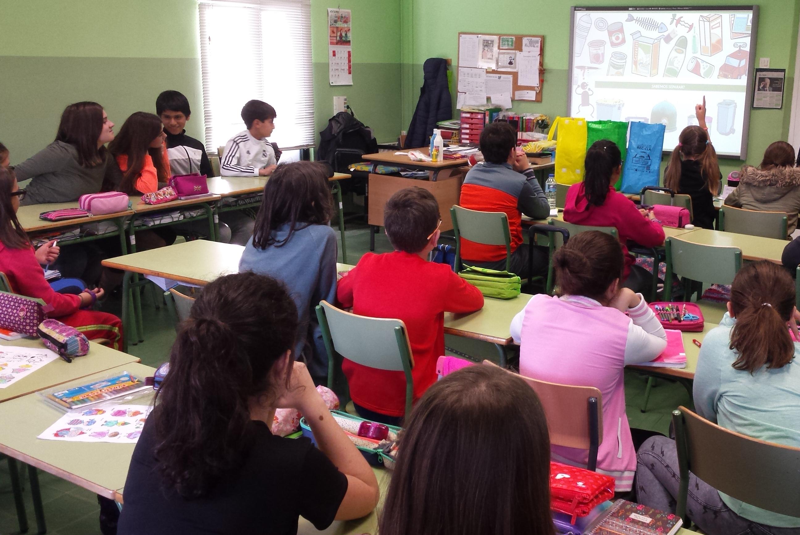 Escolares gallegos recibir n clases de reciclaje for Carteleras escolares de reciclaje