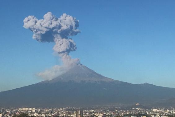 México: El volcán Popocatépetl entró en erupción tres veces en 24 horas