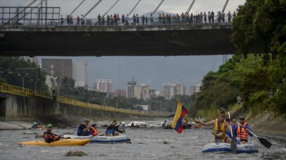 Colombia. Activistas navegaron el río Medellín para denunciar contaminación