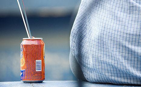 Fabricar latas de bebidas con aluminio reciclado en vez de a partir de mineral ahorra un 95% de agua, según el sector