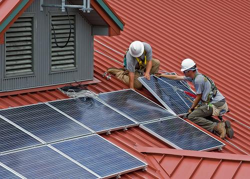 El IDAE y los Administradores de Fincas de España firman un convenio para impulsar las renovables de uso doméstico