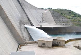 Junta licita el aprovechamiento hidroeléctrico de la presa de Rules