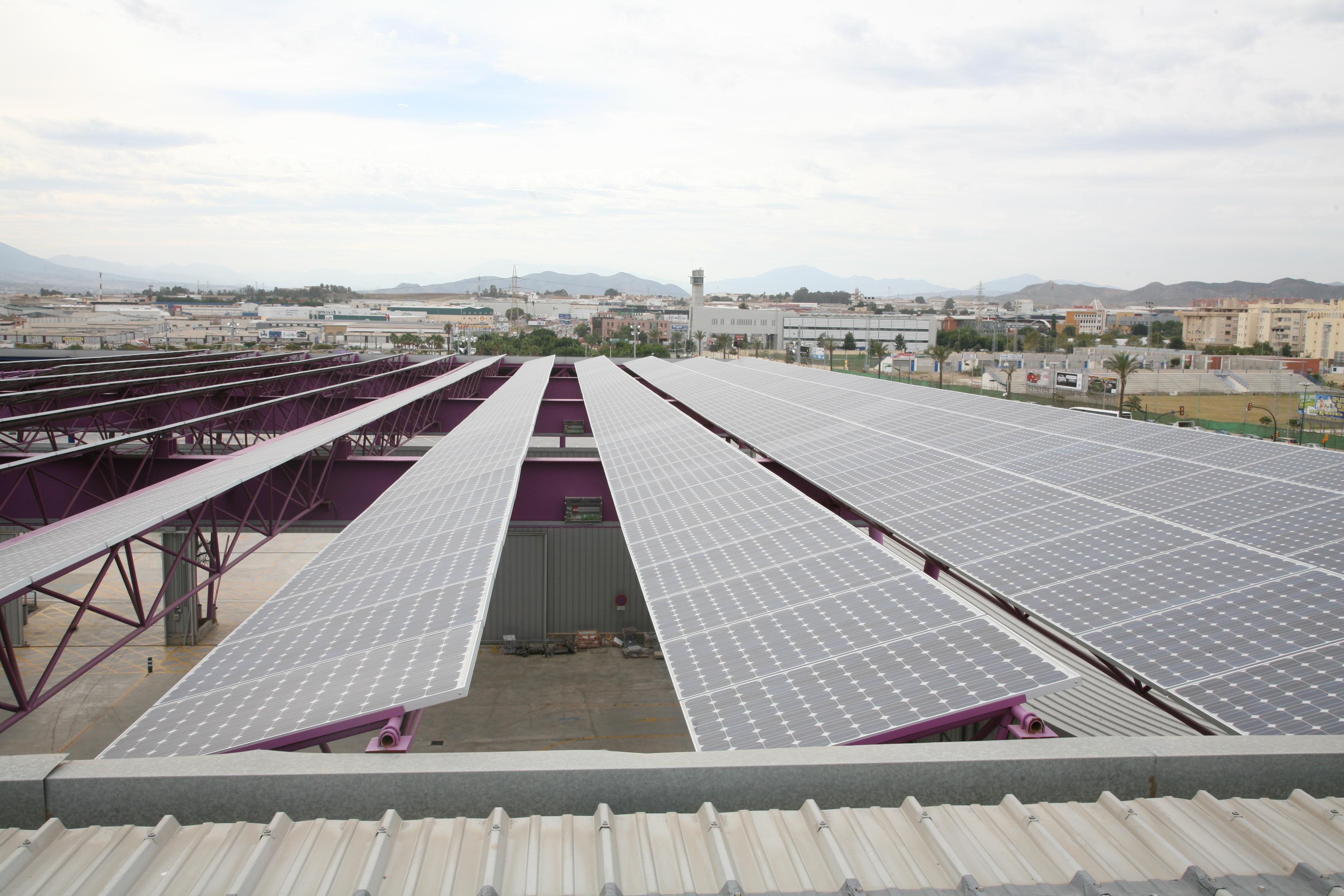 Inauguran en Bulgaria planta de energía solar con inversión china