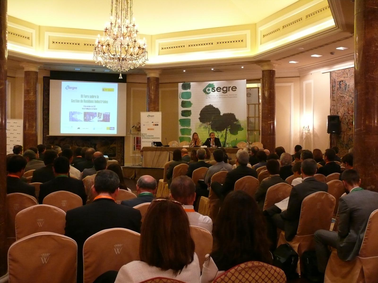 El sector medioambiental debate sobre la situación de los residuos industriales en el IV Foro de ASEGRE