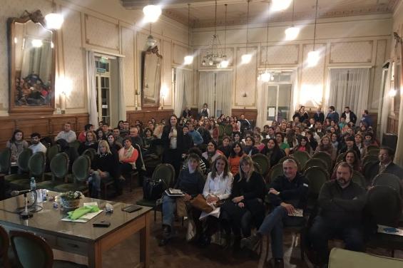 Argentina. 1500 docentes bonaerenses se capacitaron para enseñar reciclado y ahorro energético