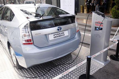 Toyota apuesta por los sistemas de recarga inalámbrica de coches