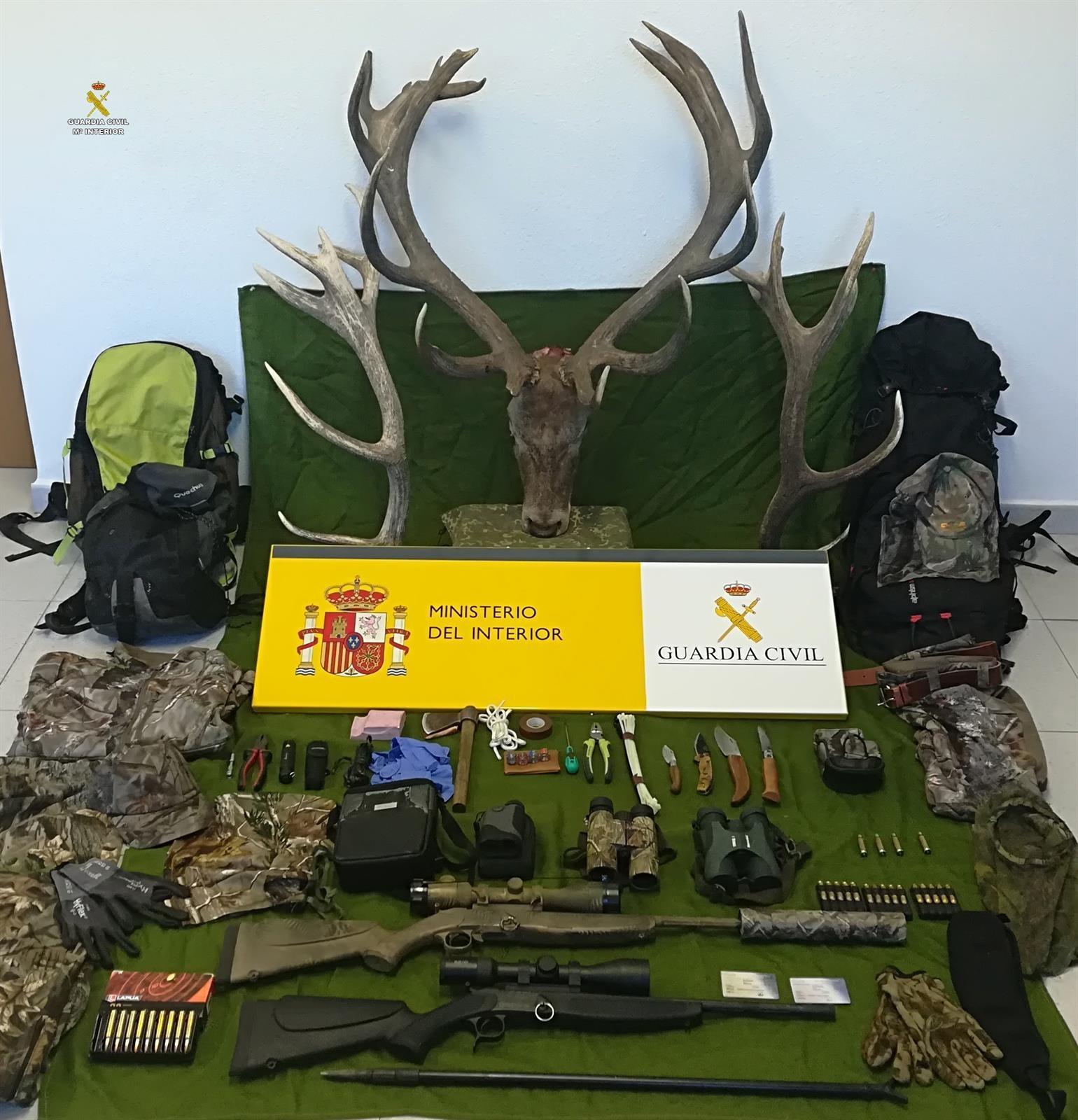 Detenidos cinco cazadores furtivos tras matar un venado en una finca particular de El Pedroso