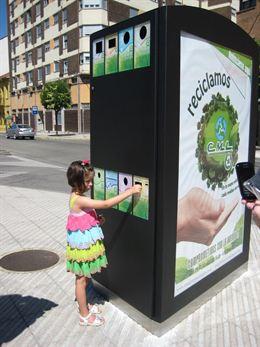 El concejo instala un 'mini punto limpio', un sistema pionero en el reciclaje múltiple de residuos