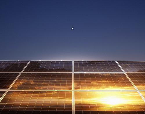 Conoce el innovador método para obtener celdas solares de alta eficiencia, bajo coste y diferente color