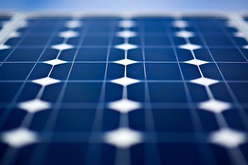 Adif instala paneles solares para la producción de energía renovable en la estación de Astorga (León)