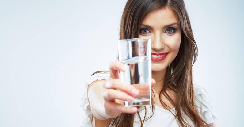 El agua que bebemos puede ser mejor y más saludable