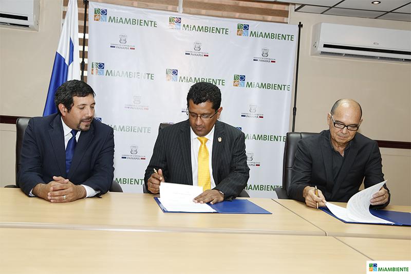 Panamá. MiAMBIENTE y Asociación Panameña Red de Reservas Naturales Privadas acuerdan promover el ecoturismo y la investigación