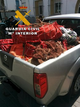 La Guardia Civil se incauta de artes de pesca ilegales en dos playas de Nerja