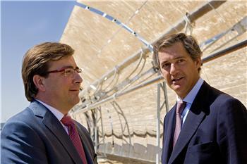 El presidente de la Junta de Extremadura, Guillermo Fernández Vara, ha inaugurado hoy en Alvarado (Badajoz)
