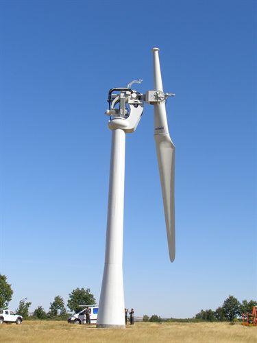 Instalado en el Ceder-Ciemat, en Lubia (Soria), un aerogenerador de una pala de 250 kw