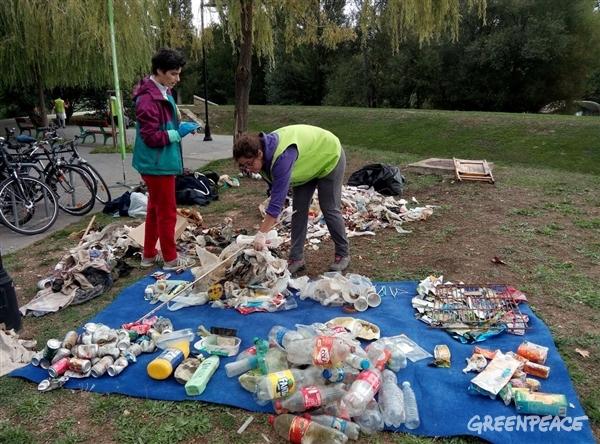 La contaminación por plásticos tiene nombre y logotipos