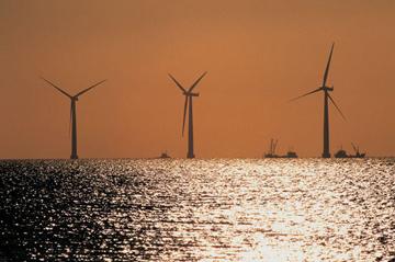 Andalucía informa a empresas sobre las oportunidades de negocio del sector eólico naval en el mercado británico