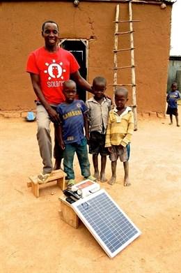 Solaris Offgrid cierra ronda de un millón de euros para reducir la pobreza energética en África