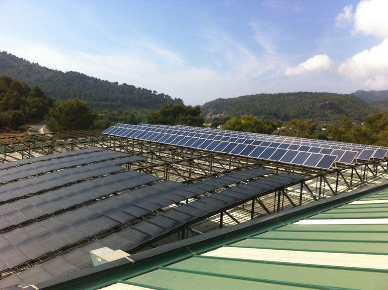 Macro instalación fotovoltaica y termodinámica en polideportivo municipal de Sóller, Mallorca