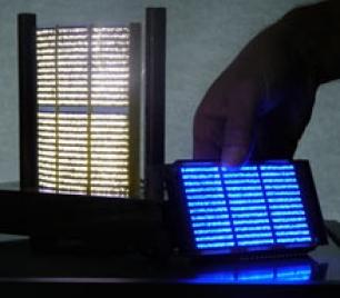 Láminas de luz compuestas por LED diminutos