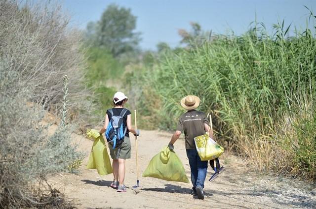Unas 320 personas se movilizan en Extremadura para limpiar entornos naturales