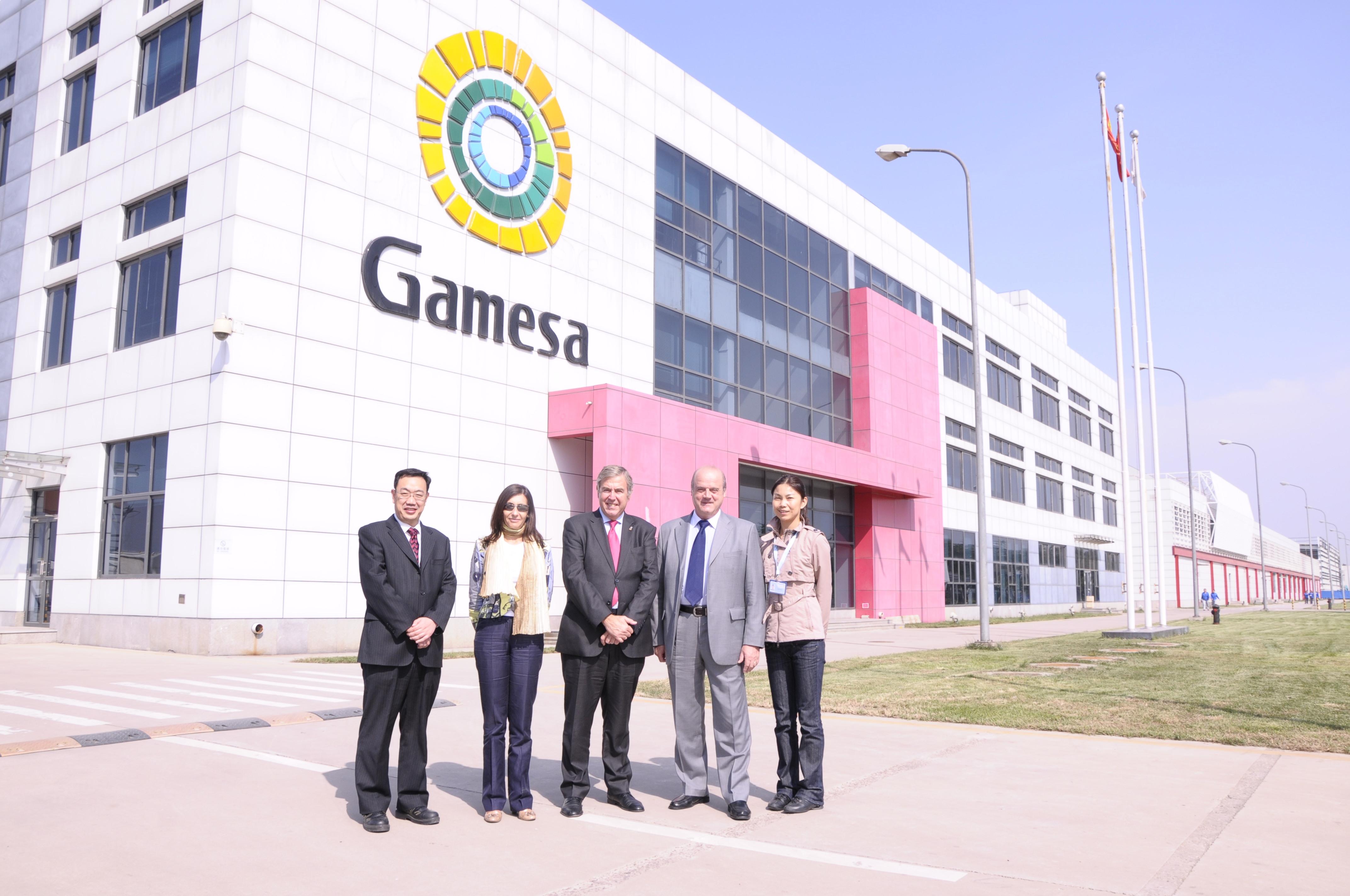 El consejero Roig cierra su viaje oficial a China en Gamesa